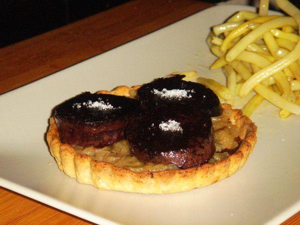 tarte aux 6 céréales,confit poire-oignon et boudin noir