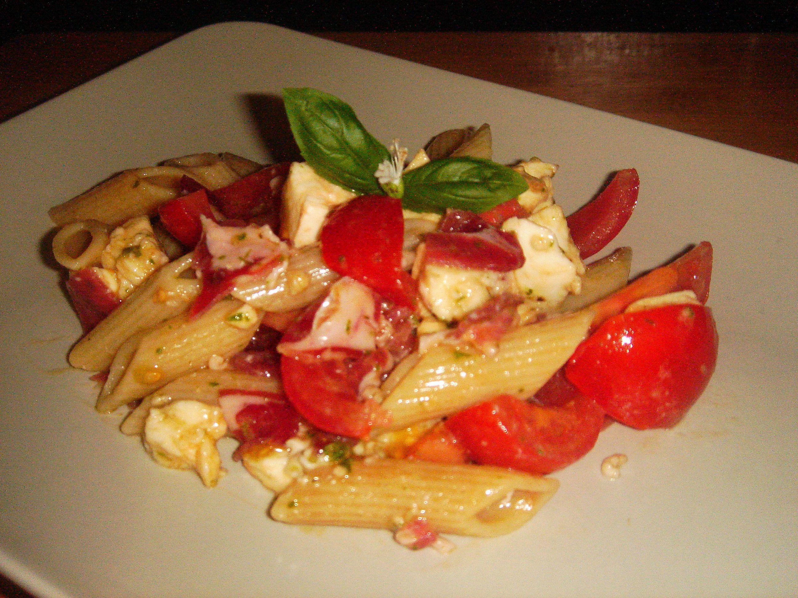 salade de p 226 te au bl 233 complet tomate mozza et coppa